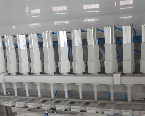 Détails de la machine de remplissage anticorrosion 16