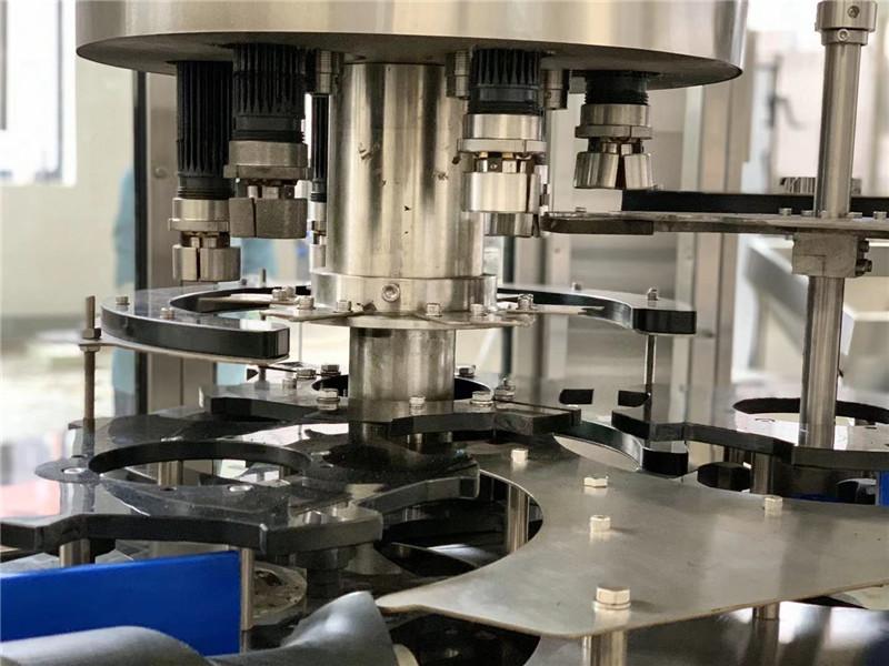 Détails de la machine de capsulage rotative automatique à 6 têtes