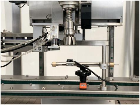 Détails de la machine de serrage de capuchon de type bras automatique