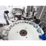 Machine automatique de remplissage et de capsulage de crème