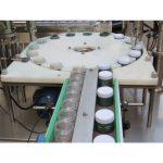 Machine de remplissage et de capsulage automatique de pigments