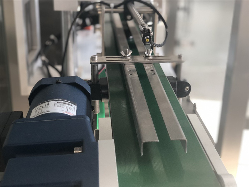 Détails de la machine de capsulage automatique de vis à tête unique